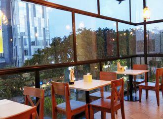9 Tempat Makan di Surabaya yang Romantis Buat Kencan
