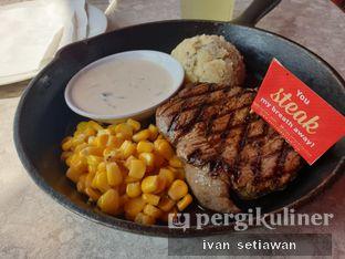 Foto 1 - Makanan(Australian Tenderloin) di Steak Hotel by Holycow! oleh Ivan Setiawan