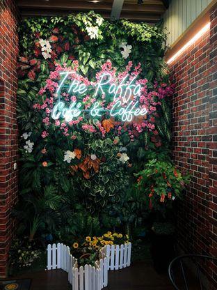 Foto 7 - Interior di Raffa Cafe & Coffee oleh kdsct