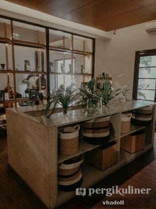 Foto 5 - Interior(Indoor) di Simetri Coffee Roasters oleh Syifa