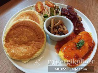 Foto 2 - Makanan(Bacon & egg savory pancake) di Pan & Co. oleh Affrizal Nagasena