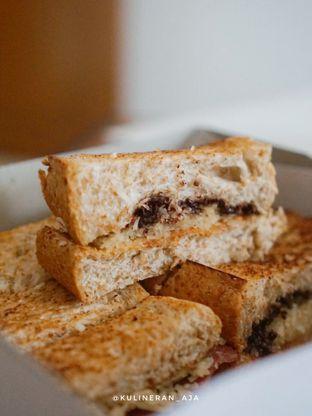 Foto 3 - Makanan(coklat susu keju) di Roti Gempol oleh @kulineran_aja