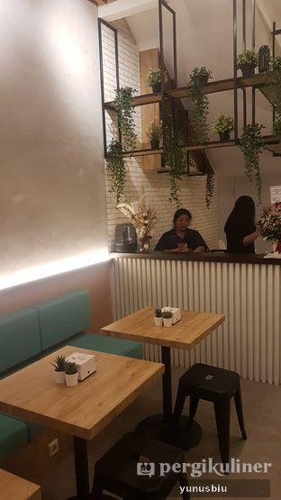 Foto 2 - Interior di Oink! Pork Bowl oleh Yunus Biu | @makanbiarsenang