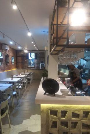 Foto 4 - Interior di Mula Coffee House oleh Renodaneswara @caesarinodswr