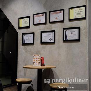 Foto 10 - Interior di Gerilya Coffee and Roastery oleh Darsehsri Handayani