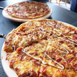 Foto 1 - Makanan di Monchitto Gourmet Pizza oleh Claudia @grownnotborn.id