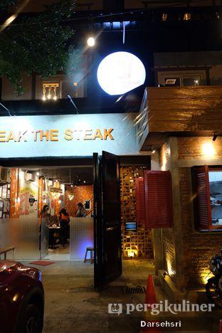 Foto 8 - Interior di Double U Steak by Chef Widhi oleh Darsehsri Handayani