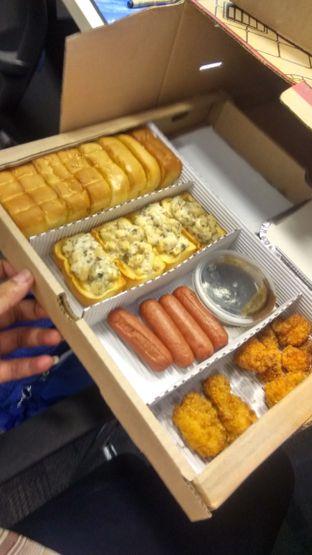 Foto 5 - Makanan(Triple Box (IDR 260k)) di Pizza Hut Delivery (PHD) oleh Renodaneswara @caesarinodswr