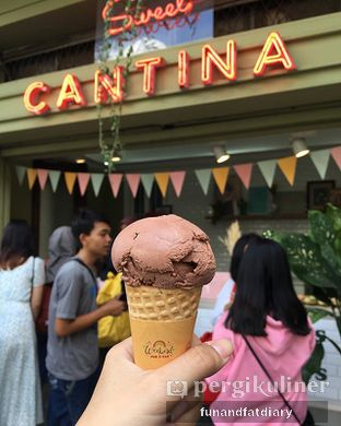 Foto - Makanan(Ice Cream Cone Chocolate) di Sweet Cantina oleh Imar Cindrarini