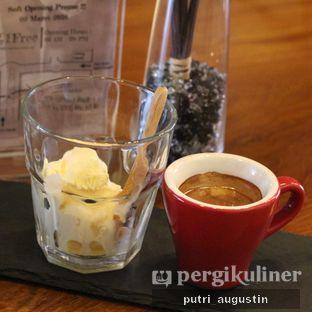 Foto 3 - Makanan(Affogato) di Grob Kaffee oleh Putri Augustin