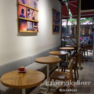 Foto 9 - Interior di Ombe Kofie oleh Darsehsri Handayani