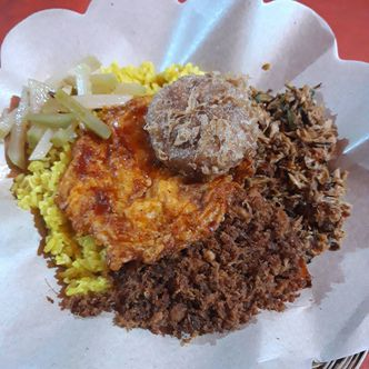 Foto Makanan di Nasi Kuning Banjir Sukabumi