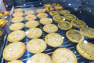 Foto 7 - Makanan di Golden Egg Bakery oleh iminggie