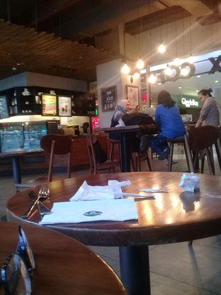 Foto 3 - Interior di Maxx Coffee oleh lisa hwan