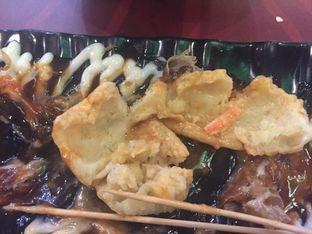 Foto 4 - Makanan(Takoyaki kopong, sushinya yang orange itu) di Jikasei Sushi oleh Jonathan Kristian