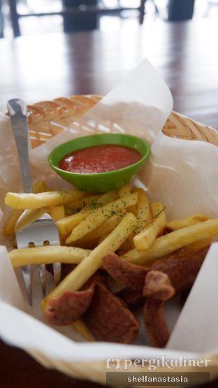 Foto 1 - Makanan(Kentang dan Sosis Goreng) di Baks Coffee & Kitchen oleh Shella Anastasia