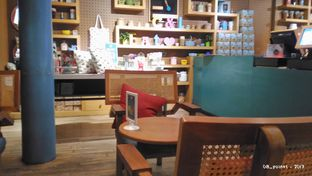 Foto 4 - Interior(Table) di Colette & Lola oleh 08_points