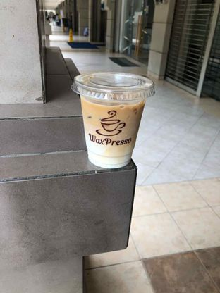 Foto 1 - Makanan(iced latte) di WaxPresso Coffee Shop oleh Budi Lee