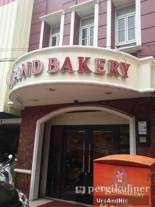 Foto 3 - Eksterior di Holland Bakery oleh UrsAndNic