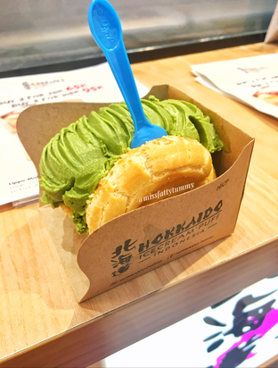 Foto 1 - Makanan di Hokkaido Icecream Puff oleh Nerissa Arviana