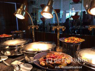 Foto 1 - Interior di The Cafe - Hotel Mulia oleh Ria Tumimomor