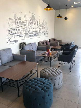 Foto 5 - Interior di Formaggio Coffee & Resto oleh feedthecat