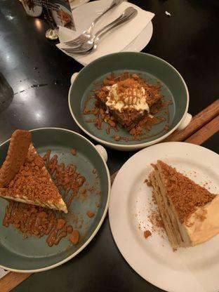 Foto 6 - Makanan(Speculoos Cake Assortment) di Benedict oleh soniavlnc