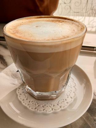 Foto 6 - Makanan(butterscotch latte) di Nicole's Kitchen & Lounge oleh Komentator Isenk