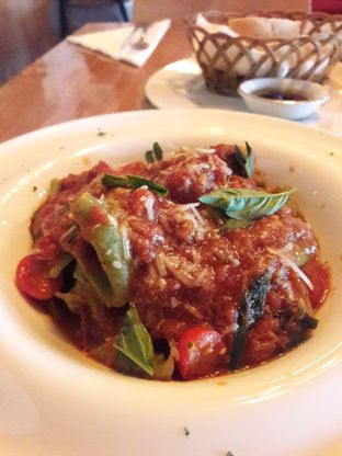 Foto 1 - Makanan di Expatriate Restaurant oleh Michael Wenadi