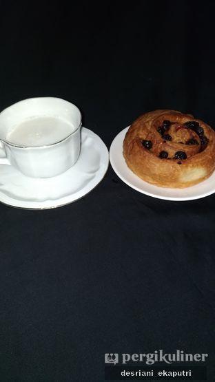 Foto 3 - Makanan di Holland Bakery oleh Desriani Ekaputri (@rian_ry)