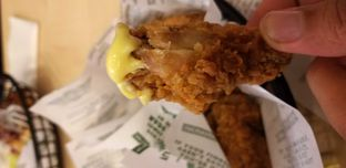Foto 2 - Makanan(Crunchy wing with lemon pepper) di Wingstop oleh alfi fuzna