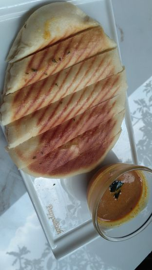 Foto 6 - Makanan(Garlic naan) di PappaRich oleh Stella Griensiria