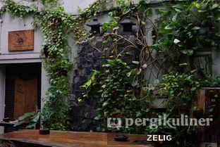 Foto 6 - Interior di Giyanti Coffee Roastery oleh @teddyzelig