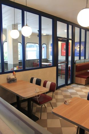 Foto 6 - Interior di Food Days oleh Prido ZH