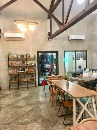 Foto 9 - Interior di Kona Koffie & Eatery oleh Prido ZH