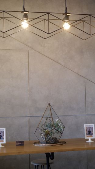 Foto 9 - Interior di Phos Coffee oleh Deasy Lim