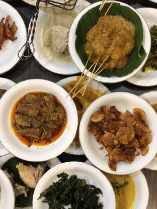 Foto 1 - Makanan di RM Pangeran Khas Minang oleh merrydju