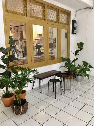 Foto 7 - Interior di Saksama Coffee oleh Prido ZH