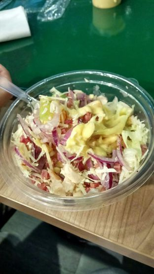 Foto 3 - Makanan(Honey Mustard Chicken Salad) di Quiznos oleh YSfoodspottings