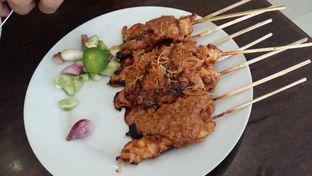 Foto 1 - Makanan(Sate ayam) di Gado - Gado Cemara oleh Clara Stephanie
