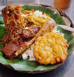 Foto - Makanan di Depot Nasi Campur Pojok Tambak Bayan oleh @Sibungbung