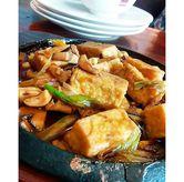 Foto Tahu seafood hot plate di Eaton Bakery and Restaurant