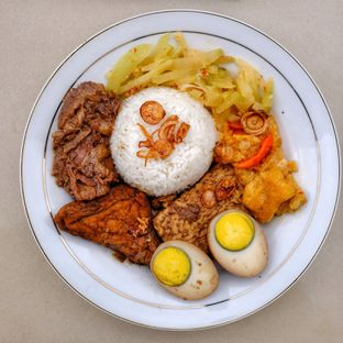 Foto 10 - Makanan di Nasi Uduk Meranti oleh om doyanjajan