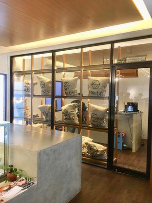Foto 6 - Interior di Simetri Coffee Roasters oleh Prido ZH