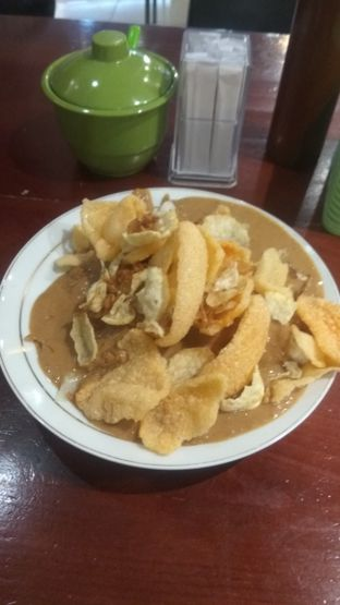 Foto 5 - Makanan(Gado Gado Lontong (IDR 30k) ) di Gado - Gado Cemara oleh Renodaneswara @caesarinodswr