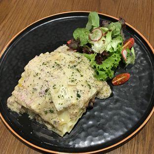 Foto 4 - Makanan(Creamy Truffle Lasagna) di Pish & Posh Cafe oleh Jeljel