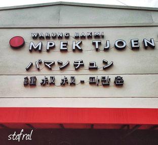 Foto 1 - Interior di Warung Bakmi Mpek Tjoen oleh Stanzazone