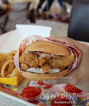 Foto 4 - Makanan(Chicken Burger) di Flip Burger oleh Sillyoldbear.id