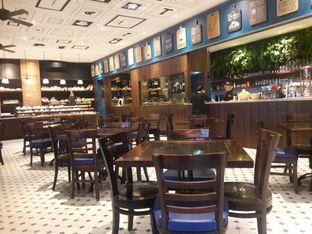 Foto 6 - Interior di Spago Boulangerie Cafe oleh Nisanis