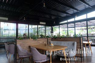 Foto 6 - Interior di Kaca Coffee & Eatery oleh Darsehsri Handayani